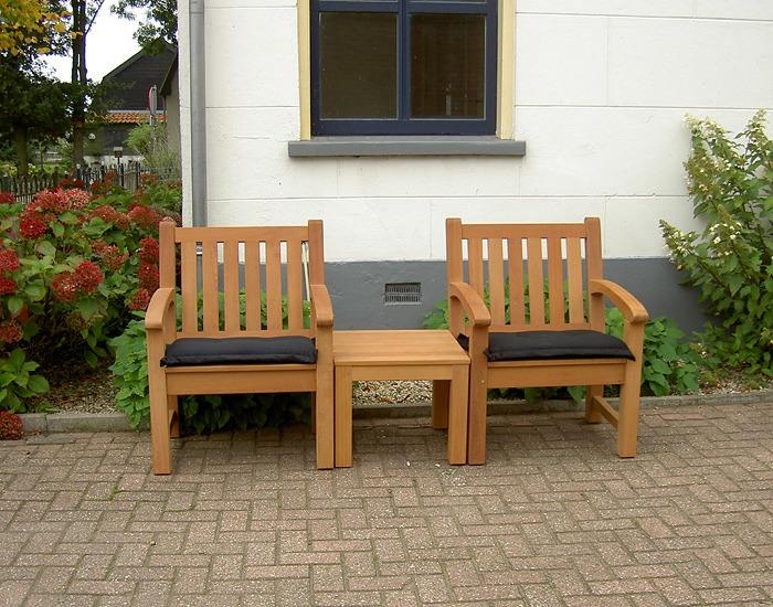 2 tuinstoelen met tafeltje van FSC hard hout