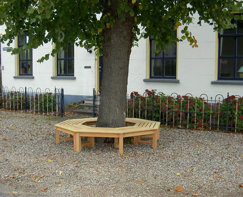 achthoekige boombank van FSC hardhout zonder rugleuning
