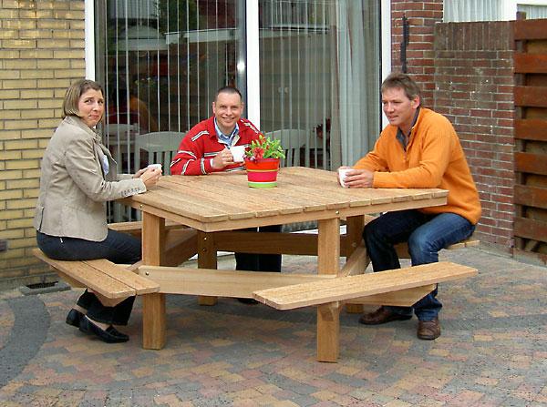 mooie picknicktafel van FSC gecertificeerd hardhout