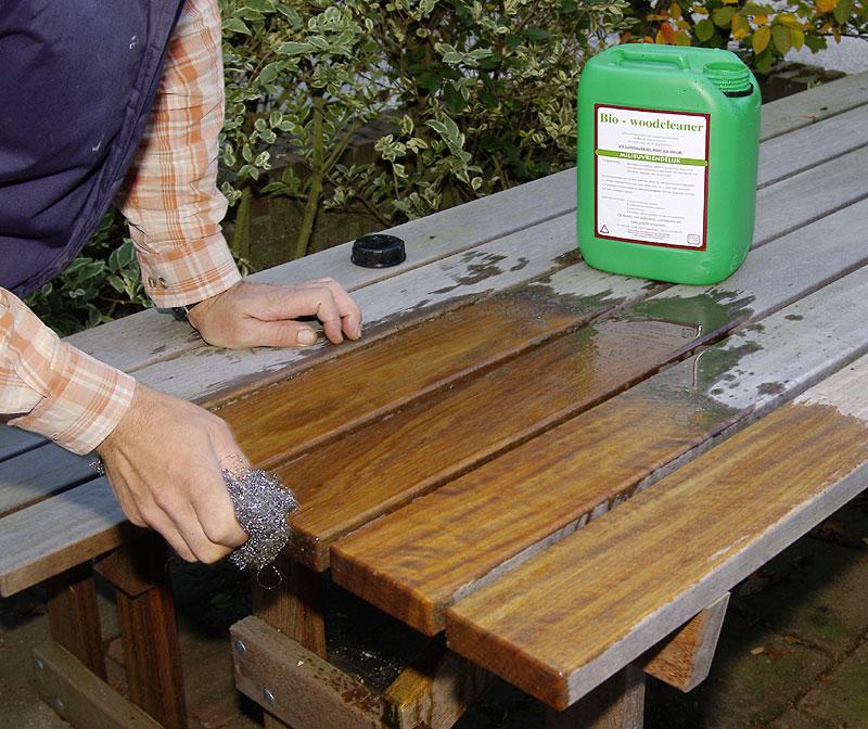 houten tuinmeubelen schoonmaken met bio-woodcleaner