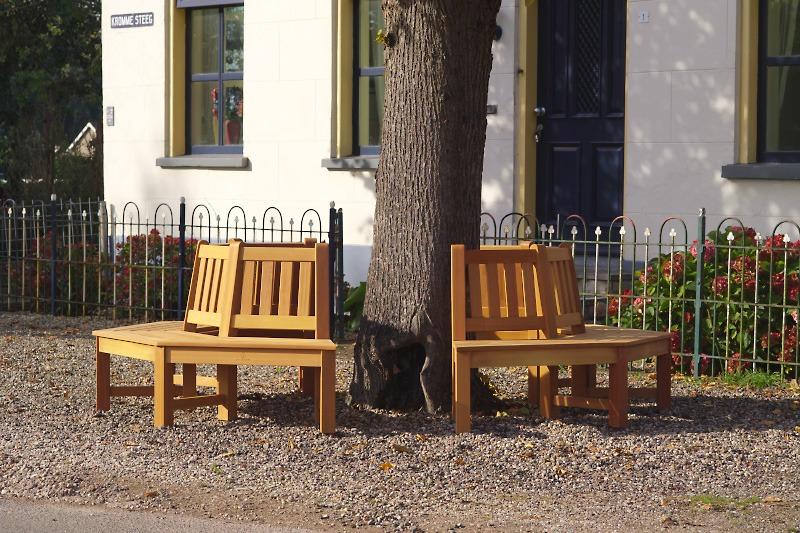 fsc houten boombank bestaat uit 2 helften