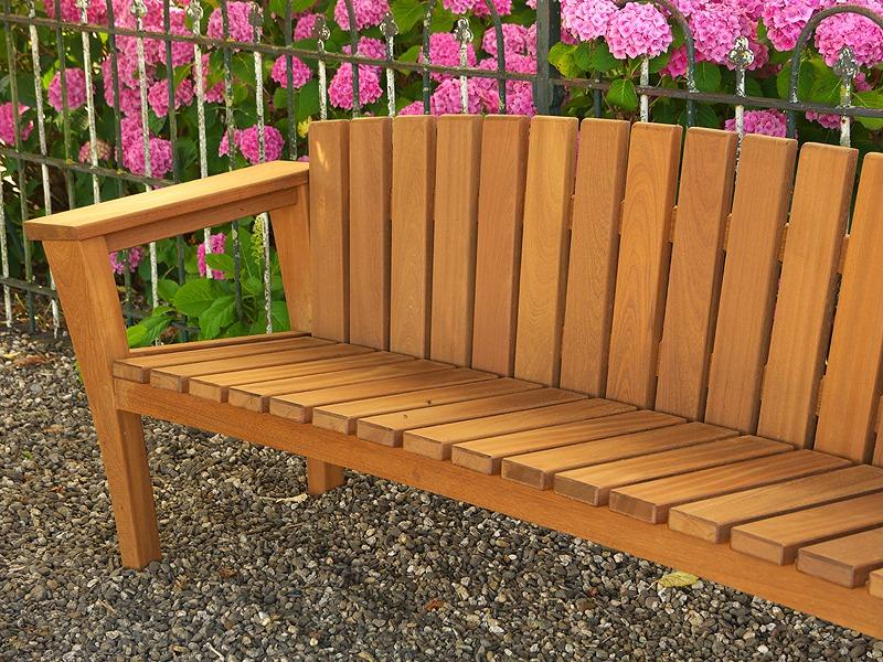 houten tuinbank met ronde, gebogen rugleuning van FSC hout