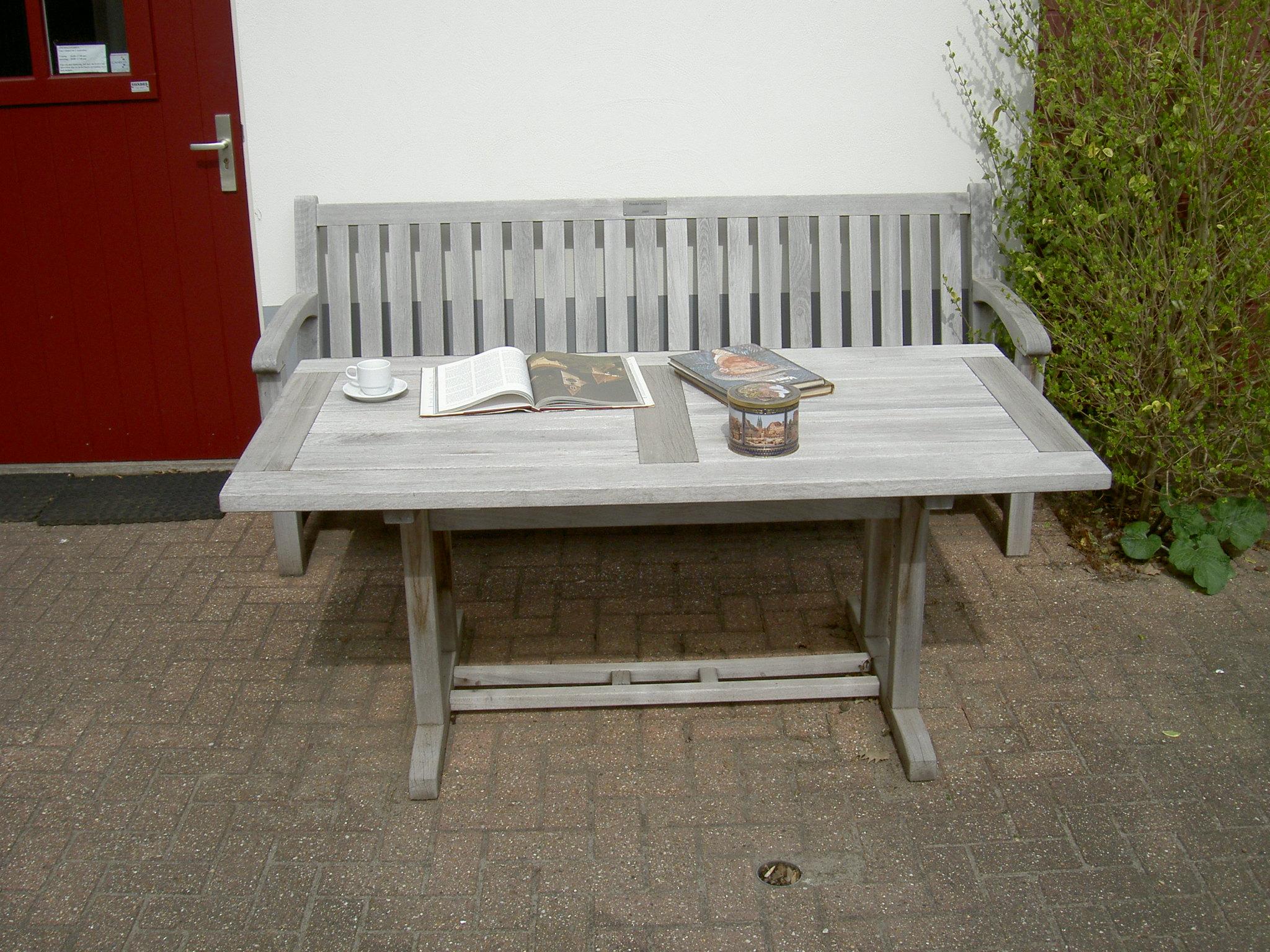 houten tuinmeubelen schoonmaken en grijs laten worden met Bio-Woodcleaner. makkelijk en milieuvriendelijk