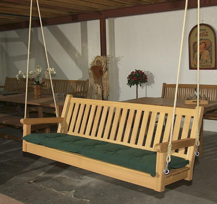 houten schommelbank zonder frame met touwen