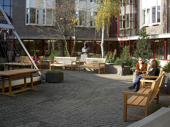 tuinbanken van FSC hard hout in Leiden