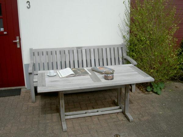 onderhoud van houten tuinmeubelen
