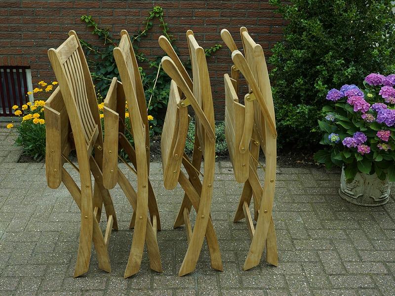 opvouwbare klapstoelen van teakhout. topkwaliteit van Vondel Tuinmeubelen. met en zonder armleuningen verkrijgbaar.