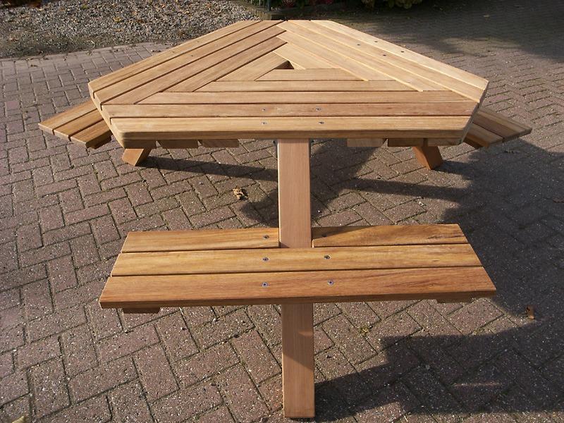 6 kant, zeskant picknicktafel, van FSC hardhout, van Vondel Tuinmeubelen