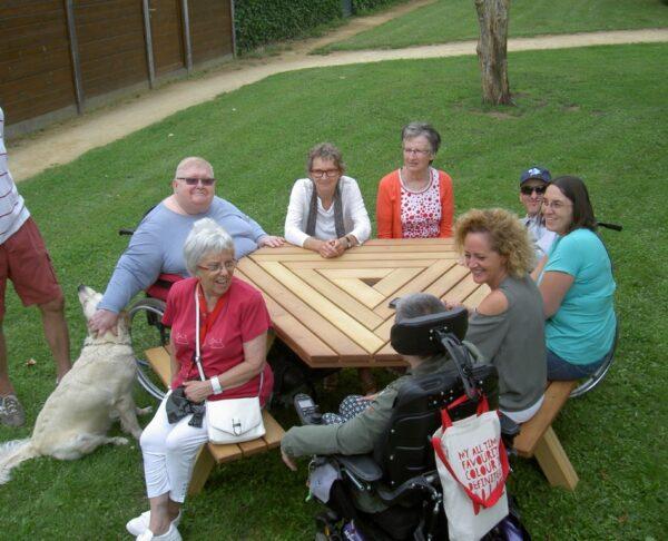 picknicktafel geschikt voor gewone en elektrische rolstoelen
