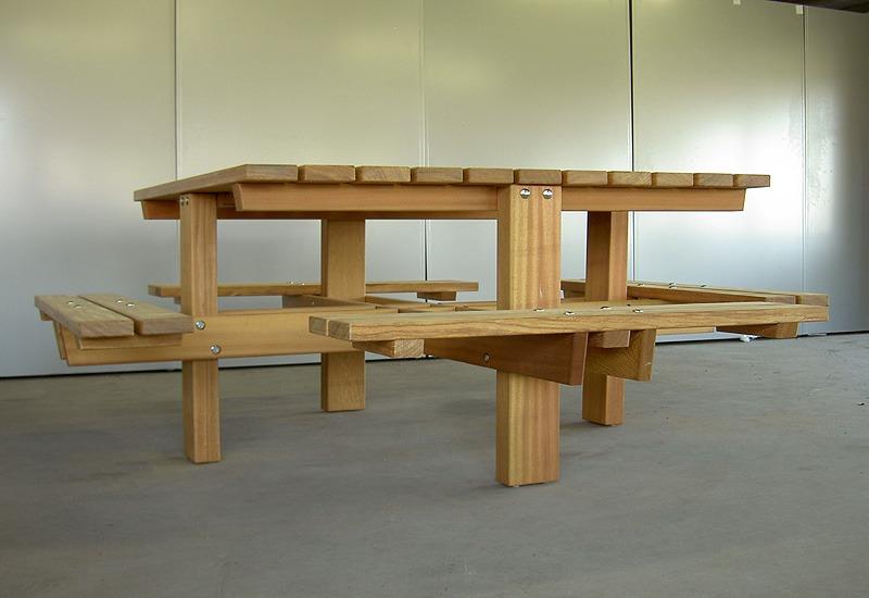 vierkante picknicktafel, van FSC hardhout met 8 zitplaatsen