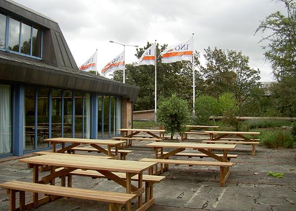 picknicktafels van hardhout voor openbare ruimte in Amsterdam