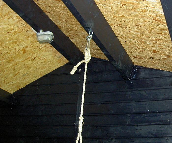 haak voor bevestiging schommelbank met touw aan balk
