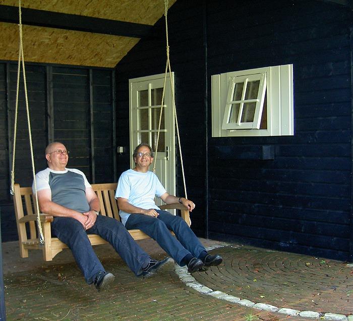 swingbank schommelbank onder veranda zonder frame