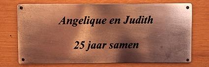 tekstplaat op houten tuinbank voor kado / cadeau
