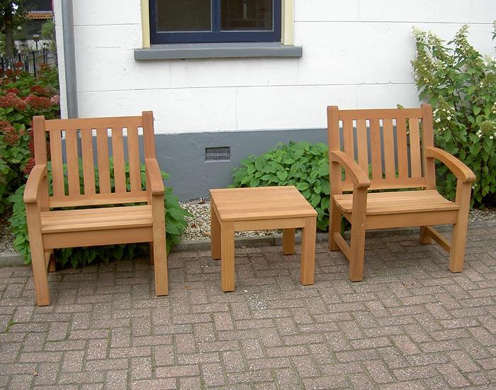 rembrandt bijzettafel van fsc hard hout in de tuin