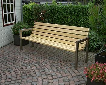 tuinbank met rvs (roestvrij staal frame), en hard hout of teakhout.
