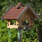 vogelvoer huisjes van hout, voor tuinvogels.
