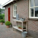werktafel van teak hout in de tuin, van 150 cm en 180 cm lang.