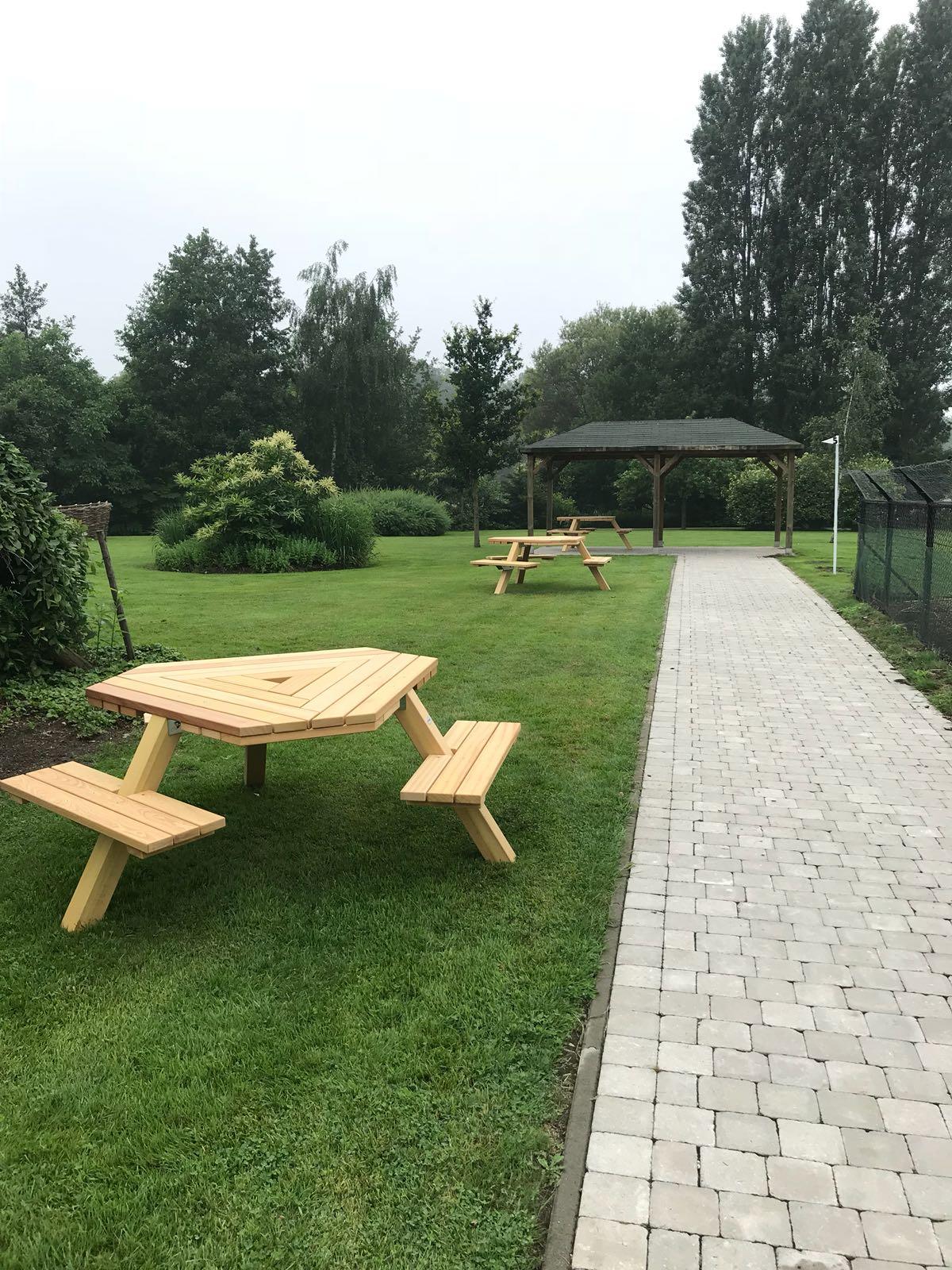 rolstoel picknicktafels, geleverd in België